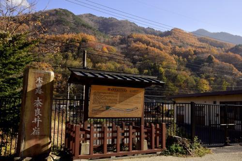 """とまあ、だいぶ""""前置き""""が長くなってしまった本旅ではありますが(笑)<br />改めて、この時期限定の素敵な秋色の風景が広がる奈良井宿にやって来ました"""