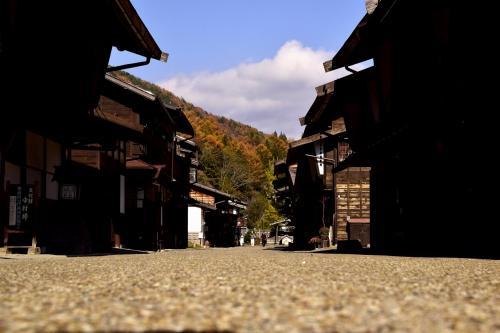 宿場町に早速足を踏み入れてみますと・・・<br />おお~、綺麗に染まっちょる染まっちょる~♪<br />見渡す限りののんびりとした秋色風景が広がっていましたねえ