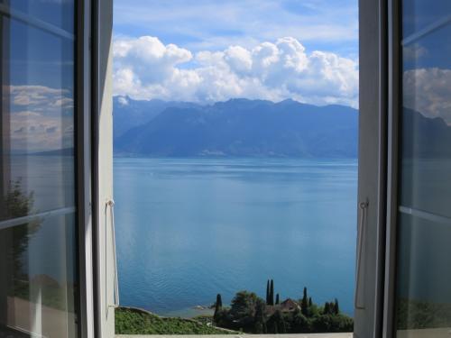 リビングの窓からはレマン湖