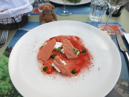 Menu de l'Onde(4皿のコース)59CHF<br />Menu plaisir (6皿のコース) 108CHF<br />サン=サフォラン産白ワイン(500ml)38CHF<br />を注文。<br />量が多すぎることもなく、美味しくいただきました。
