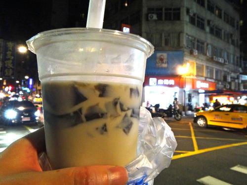 仙草ミルクティー、30元。<br />ちょっと薄かったけどサッパリ。