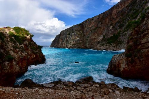 ☆Greece-Zakynthos★<br /><br />「Elation」<br />この季節の波は高くてとても泳げへんけど、ハイシーズンは穏やかなビーチに変わるようで、地元民とかの隠れたビーチのようだ。