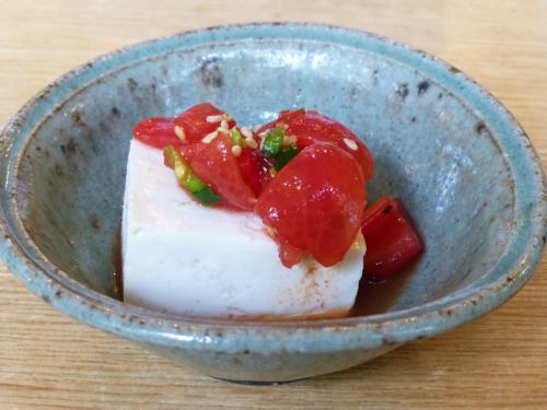 ★先付 トマトヤッコ<br /><br />マリネした甘いミニトマトがお豆腐とよく合っています。<br />これは家でもやってみよう。