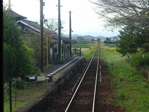 法華口駅。<br />ここからしばらく、大正時代の開業時から使用されている駅舎の駅が続く。<br />