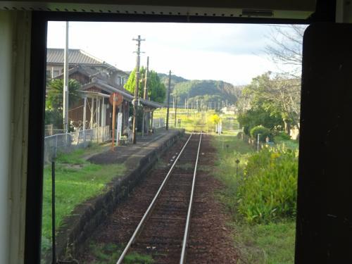 長(おさ)駅。<br />味のある駅が続く。