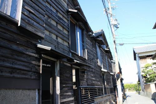 窯業の歴史を伝える建物が並ぶ・・・
