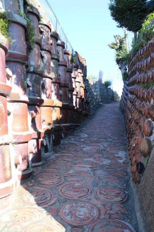 この散歩道の人気の場所、土管坂。