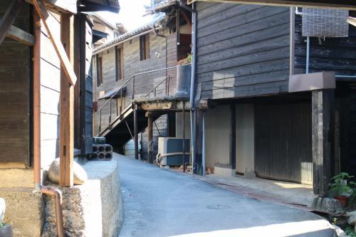 古い建物が並ぶ。