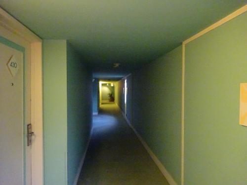 いきなり廊下の写真ですが、今回選んだのは<br />ハイアットリージェンシーサイパン<br />です。<br />とりあえず良さそうなホテルを選んでおきましょう、ということで。