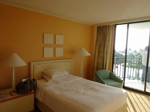オレンジ色の壁で、とってもかわいらしいインテリアのお部屋でした。<br />いいねぇ、テンションあがります。