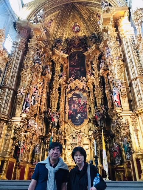 メキシコでは異端審問が繰り返された歴史があります。<br /><br />政教分離というのは、表向きどの世界でも今では常識でありつつも、絶大な権力を握っているのは今も変わりません。<br /><br />それが16世紀や17世紀は一体どれほどのものだったのか。。。この祭壇を見れば理解が出来ると思います。<br />