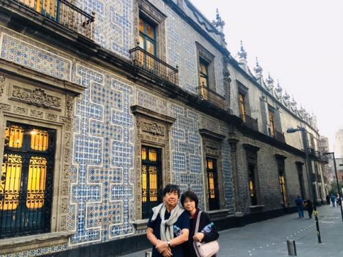 オリサバ公爵邸<br /><br />有名なタイルの家です。3000枚にも及ぶタラベラタイルと中国タイルで飾られています。<br /><br />今ではあの、、、メキシコ一の大富豪カルロススリムの所有になっています。