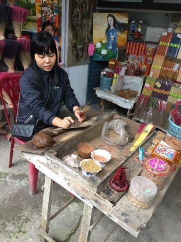 実は道端に座っているおばさんの手作り品は狙い目で、美味しいものがいっぱい。<br />今回も見逃さないようにしています。