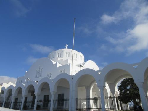 バスターミナルの近くにある大聖堂。<br />