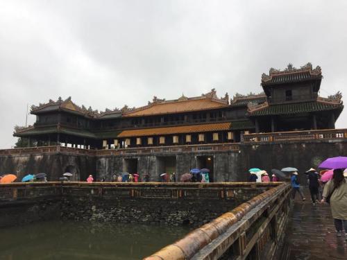 王宮です。中国の故宮をリスペクトしています。このあたりは平安時代くらいまでの日本でも採用されていました。平城京とか平安京とか・・・・。