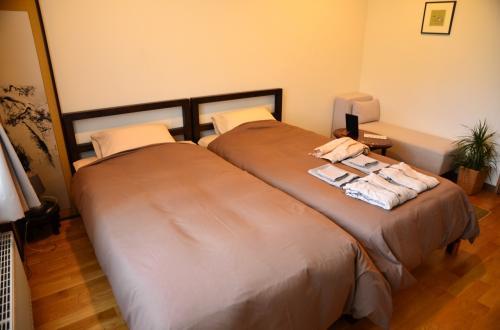 ベッドリネンは上質なものが使われていて、ベッドもほどよい硬さで、ぐっすり眠れました。<br /><br />ベッド横のベンチシートは、物を置いたり、座ったりできて重宝しました。