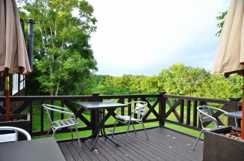 リビングの外にはテラスがあり、気候がよいときは朝食をここでいただけます。