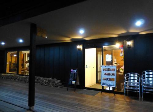 2016年にオープンした十勝音更町の複合施設〈クロスタウン〉内にある、新しいお店です。北海道で店舗展開しているコーヒー専門チェーン「可否茶館」の経営とのこと。