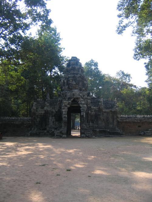 バンテアイ・クディ。スラスランの正面にある仏教寺院。