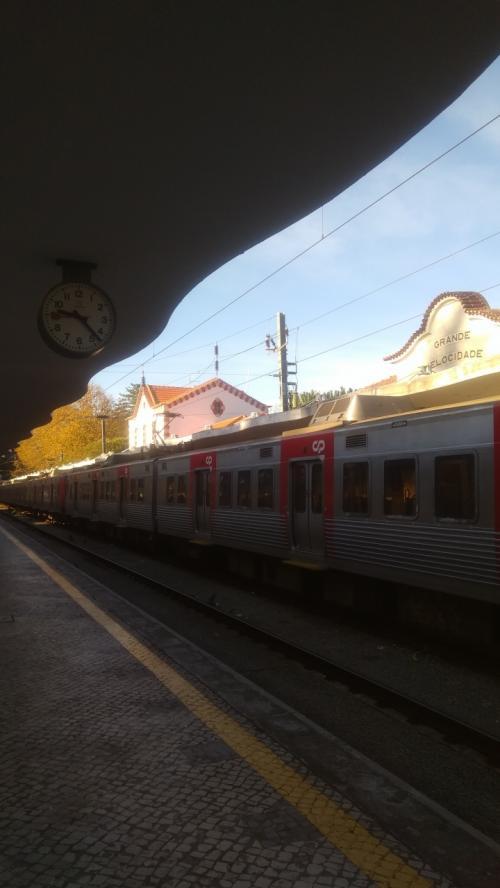 リスボンから西へ30キロ弱40分位で シントラ駅着。