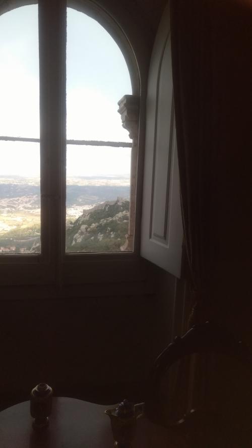 居室からの 眺め。カルロス一世とその王妃は ここを気に入って ほとんどの時期をこの宮殿で過ごしたそうです。