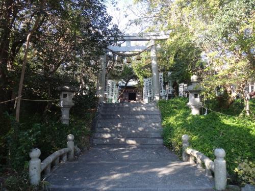足の悪い母と妹を残して、高い所が好きな私は一人羽豆神社へ登ってみる。
