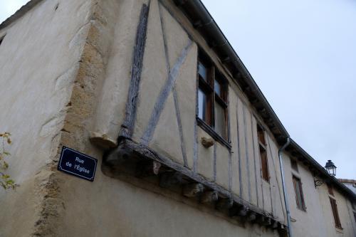 残念な訪問だったけれど、集落内で古そうな木組みの家を見たので最後の一枚はこれでご容赦を。<br />