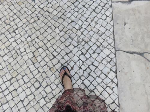 この辺り、石畳になっております。<br />ギョサンは滑らないと思っていましたが気のせいでした。<br />あまりの傾斜にツルツル滑って危険を感じました。