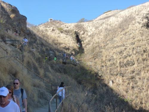 山は低いが日本のようにさえぎる木がないので坂道に入ると急に汗が出る。