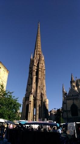 市場近くの教会。
