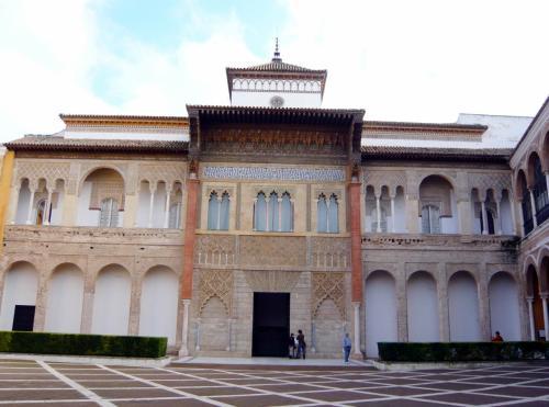 入場すると、ペドロ一世宮殿がドーン。