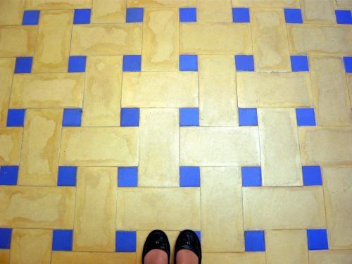 床のターコイズもめちゃ好み。