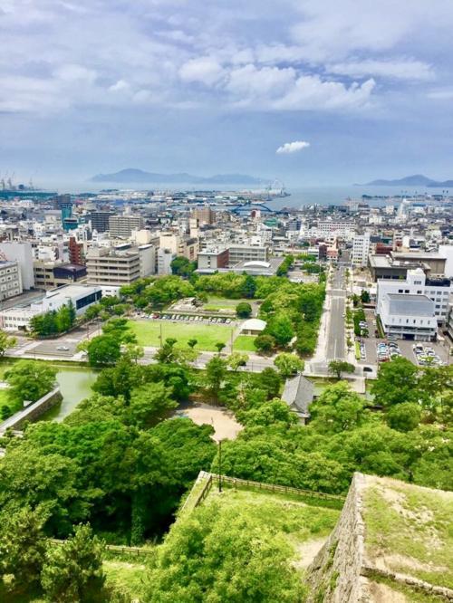 丸亀城天守閣からの眺め。<br />風が気持ちのいい場所でした。