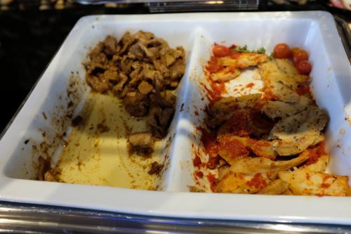 ホットミールは日替わりで、タイ料理もあったりで、それなりに良かったです♪