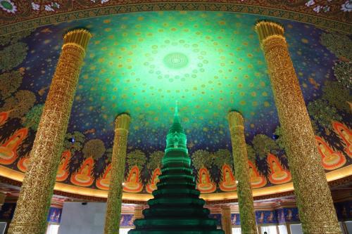 目的はコレ~!大仏塔の中にあるガラス仏塔と仏伝図です(笑)