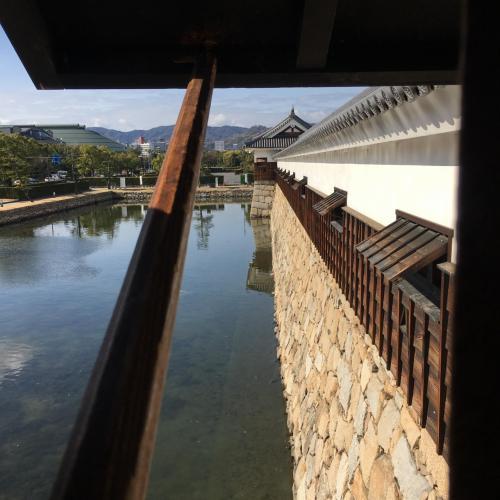 太鼓櫓から見た堀と多門櫓。