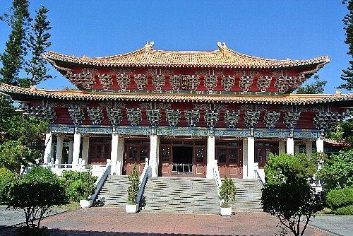 忠烈祠は旧高雄神社、革命で亡くなった方々が祀られています。