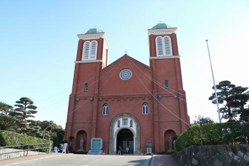 平和公園から10分足らずで浦上天主堂に到着。<br />この日は葬儀が有り、中には入られませんでした。