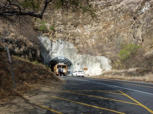 ダイアモンドヘッドへはこのトンネルを抜けて入る。