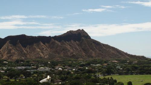標高は200メートルあまりの低い山であるが日照りがきつく、出来るだけ朝方の登山をお勧めしたい