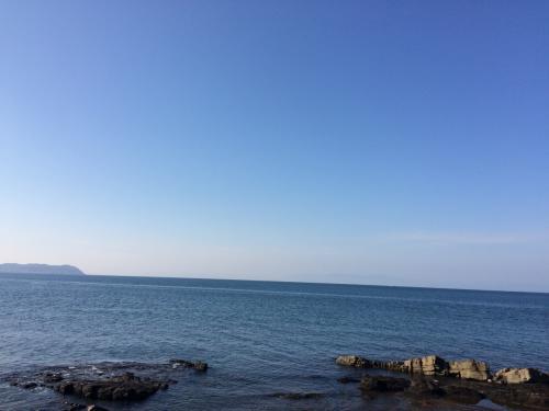 だけど、苓北の海を見たらそんな後悔も帳消し!<br />天草の海がこんなに澄んでいるなんて!!<br />どこまでも続くブルーに癒されます。