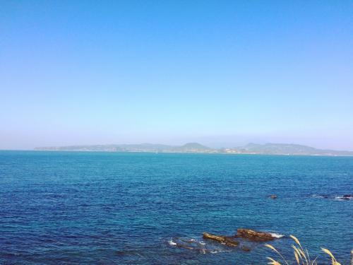 海を見ているだけで、なんとも言えない幸福感があります。<br /><br />偶然夫婦揃って25日が仕事休みになったので<br />2泊で沖縄にも行けたけど、今回は天草に来て良かった。