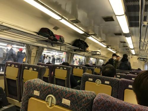 運良く8:14新宿発のホリデー快速富士山があったので、それに乗車。<br />2列シートはラクで良いねー!<br />自由席なら追加料金なしで乗れるからそれも魅力。