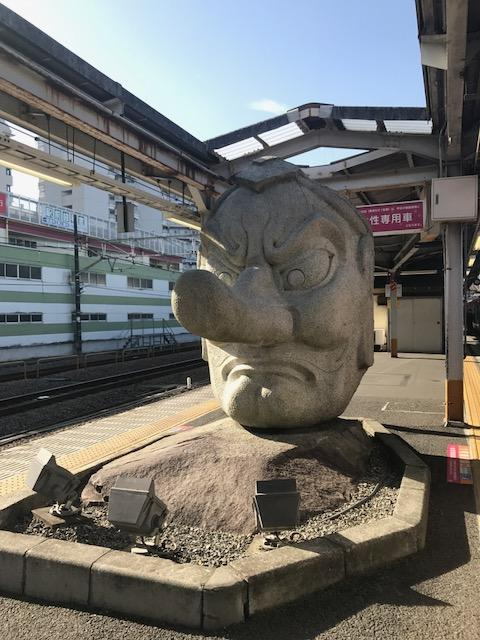 見学を終えて、バスで再び高尾駅に戻りいざ甲府へ。<br /><br />何度も高尾駅に来ていて、今回初めてこの天狗像撮ったwww<br />おっきいwww
