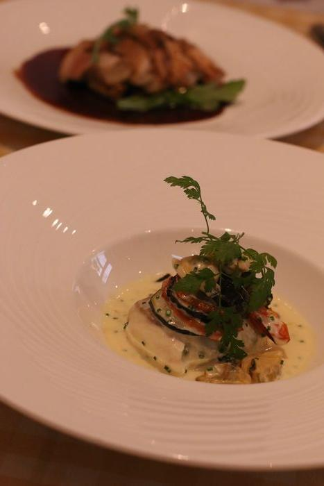 <br />メインは鯛のお料理。<br /><br /><br />クラムチャウダーのような貝の味付けのソース。<br /><br /><br />