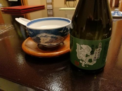 風呂上り、ビールではなく、焼酎。近くのスーパーで昆布焼酎みつけ購入。10年くらい前、札幌に出張できたときロックで呑んだ記憶があります。今回はお湯割りで。