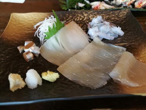 活きいか食べようと注文したが無いとのことで凍眠活きいかを注文。まあ、美味しいがイカは九州の方が美味いかな。
