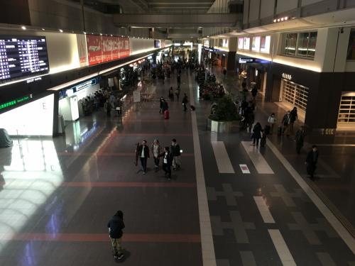 元日午前5時30分の羽田空港国内線第1ターミナルビルです♪<br />さすがに閑散としていますねぇ(汗)