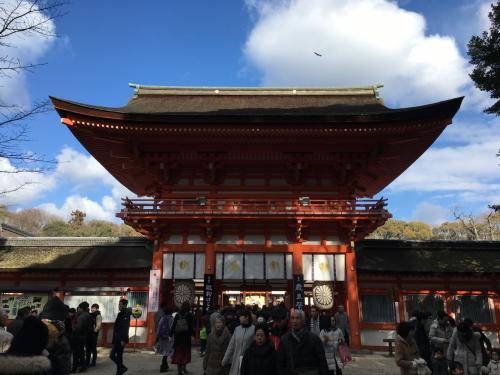 写真が飛びますが...続いて賀茂御祖神社(下鴨神社の正式名称)を参拝します♪<br /><br />こちらはやや混雑していましたが、待つことをしなくても参拝できるのが素晴らしいと思いました(汗)