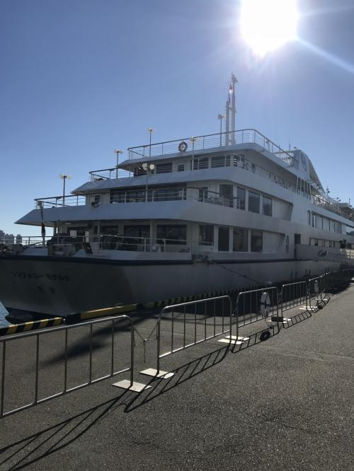 その後方に停泊していた「モデルナ」でした。<br />1992年就航の船だそうです。